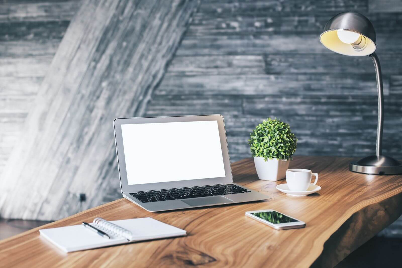 Minimalist desk with few accessories