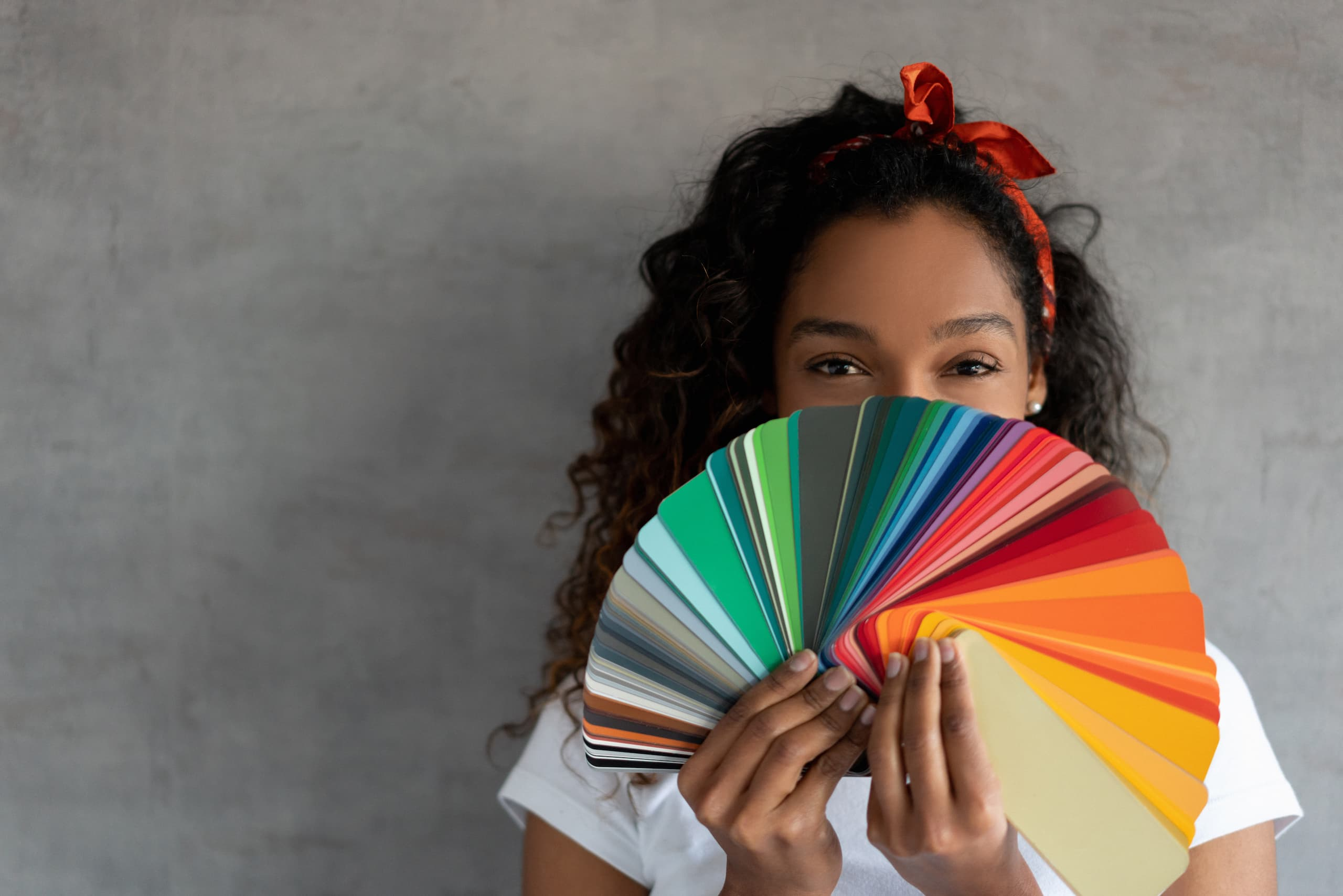 woman choosing color palette